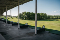Tom golfbana i solig dag Royaltyfri Foto