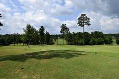 Tom golfbana på solig dag Arkivfoton