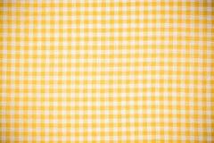 Tom gul rutig köklinne eller torkduk royaltyfria foton
