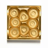 Tom guld- chokladask - plast- chokladbehållare royaltyfria bilder