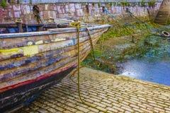Tom hamnhamn Brixham Devon Eng för färgglat färgrikt fartyg Arkivbild