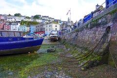 Tom hamnhamn Brixham Devon England UK för blått fartyg Arkivfoto
