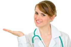 tom hand för doktor som presenterar något kvinnan Arkivbild