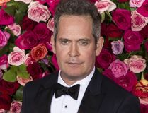 Tom Hollander beim Tony Awards 2018 lizenzfreie stockbilder