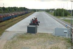Tom järnväg behållaregård Arkivfoto