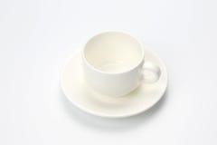 Tom kopp för vitt kaffe på vit bakgrund Arkivfoton