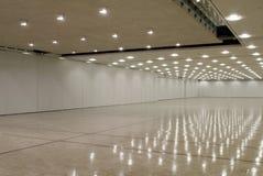 tom korridor för affär royaltyfri fotografi