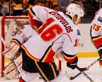 Tom Kostopoulos Calgary Flames #16 Imagenes de archivo