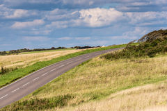 Tom landsväg under stormig himmel Royaltyfri Foto