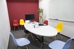 Tom mötesrum för kontor Arkivfoton