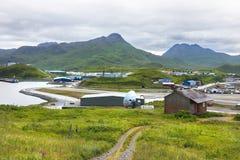 Tom Madsen Airport i den holländska hamnen, Unalaska, Alaska Royaltyfria Foton