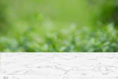 Tom marmortabellöverkant på grön bakgrund f för naturabstrakt begreppbokeh royaltyfri foto