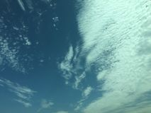 Tom molnig himmel arkivbild