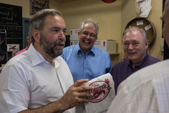 Tom Mulcair holds lobster on PEI Royalty Free Stock Photos