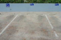 Tom parkeringsplats för krympling royaltyfri bild