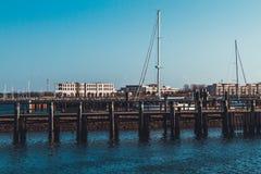 Tom pir med skepp i bakgrund Royaltyfri Foto