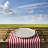 Tom platta med gaffeln och kniven Royaltyfria Foton