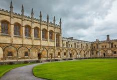 Tom Quad Chiesa del Christ Giardino del memoriale di guerra Università di Oxford l'inghilterra immagine stock libera da diritti