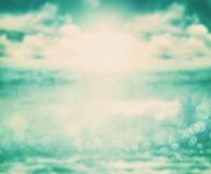 Tom retro da cor da luz abstrata do blure no backgr do mar e do oceano imagem de stock