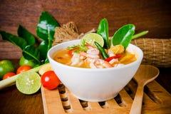 Tom sötpotatiskong eller Tom yum soppa thai mat Arkivfoton