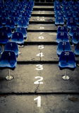 Tom salong med blått numrerade stolar Fotografering för Bildbyråer