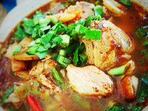 Tom Sap Moo ou sopa picante com carne de porco em Tailândia Imagens de Stock
