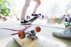 Tom skateboard på rampen Royaltyfri Foto
