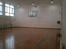 Tom skolaidrottshall som är klar för lek Fotografering för Bildbyråer