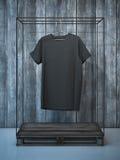 Tom svart t-skjorta på hängare framförande 3d Royaltyfri Bild