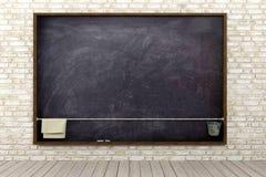 Tom svart tavla i rum för tegelstenvägg Royaltyfri Bild