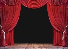 Tom teateretapp med träplankagolvet och öppna röda gardiner royaltyfri fotografi