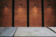 Tom trätabell- och suddighetsbakgrund av abstrakt begrepp Arkivbilder