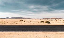 tom väg för öken arkivfoto