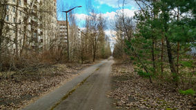 Tom väg i Pripyat Arkivfoto