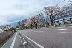 Tom väg på lakesiden av Kawaguchi-knock-out på skymning Royaltyfria Bilder