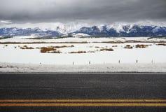 Tom vinterväg för Colorado Rockies arkivfoton