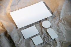 Tom vit affärsbrevpappermodell, mall för att brännmärka identitet arkivfoton