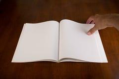 Tom vit bok eller tidskrift Arkivfoto