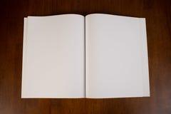 Tom vit bok eller tidskrift Royaltyfria Foton