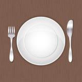 Tom vit platta, gaffel och kniv Royaltyfri Bild