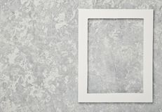 Tom vit ram på en grå betongvägg kopiera avstånd royaltyfria bilder