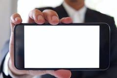 Tom vit skärm för affärsmaninnehavsmartphone framåtriktat för din text eller bild royaltyfria bilder