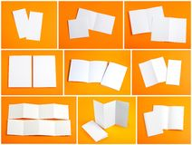 Tom vit vikningpappersreklamblad på orange bakgrund Fotografering för Bildbyråer