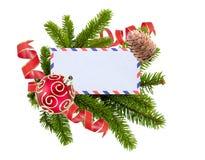 Tom vykort, julbollar och gran-träd som isoleras på vit Royaltyfria Foton
