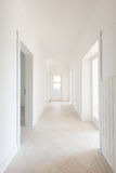 tom white för korridor royaltyfria bilder