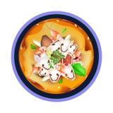 Tom Yum Goong eller thailändsk sur soppa med räkor Arkivbild