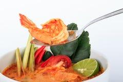 Tom Yum Goong, sopa quente e ácida do estilo tailandês do camarão imagens de stock