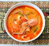 Tom Yum Goong - sopa quente e picante tailandesa imagens de stock