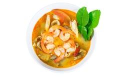Tom Yum Goong - soupe chaude et épicée thaïlandaise avec la crevette - Cuisi thaïlandais photo stock