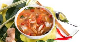 Tom Yum Goong tailand?s ou sopa picante de tom yum com camar?es dos camar?es foto de stock royalty free